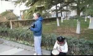 大学男生唱歌表白心仪女生 遭对方怒摔吉他资讯生活